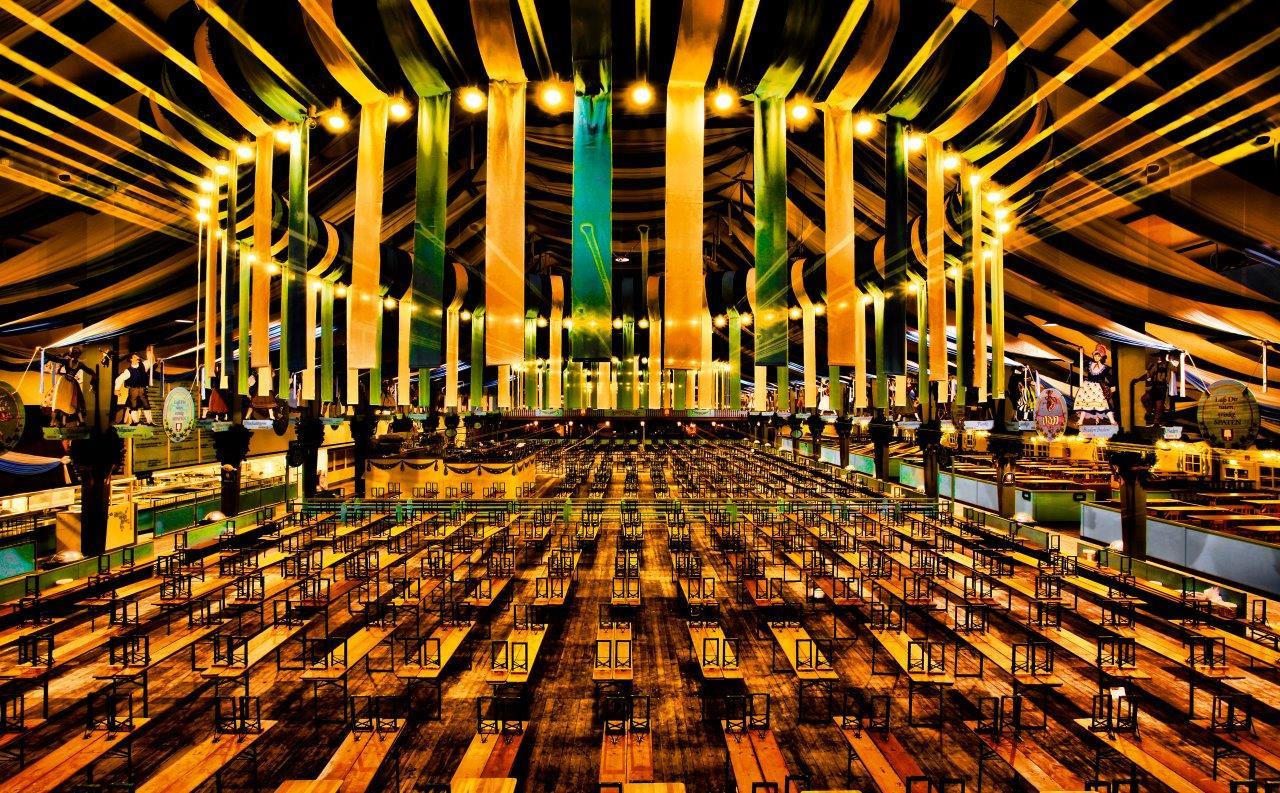 Foto von Michael von Hassel - sakrale Architektur in einem Wiesnzelt